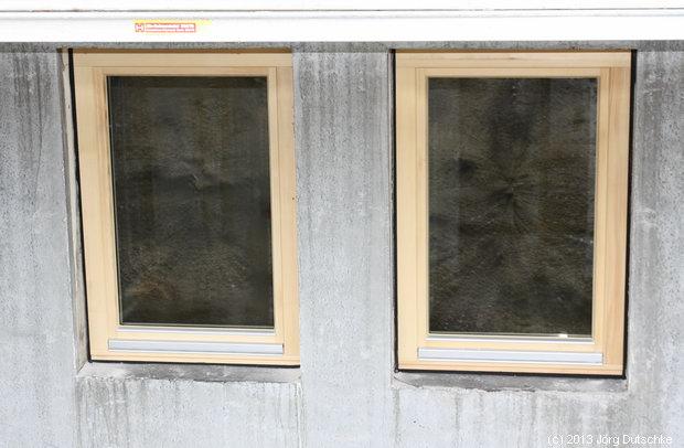 Fenster der Ferienwohnung im Untergeschoss.
