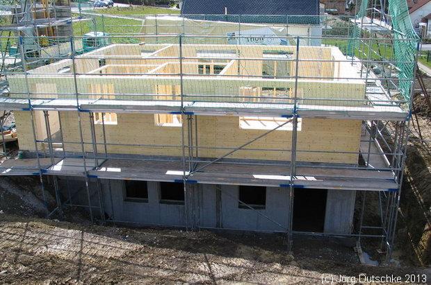 Erdgeschoß aufgebaut: Holz100-Haus