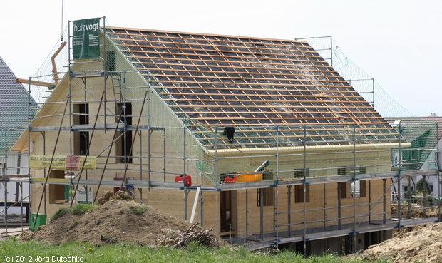 Dachlattung auf unserem Holz100-Haus
