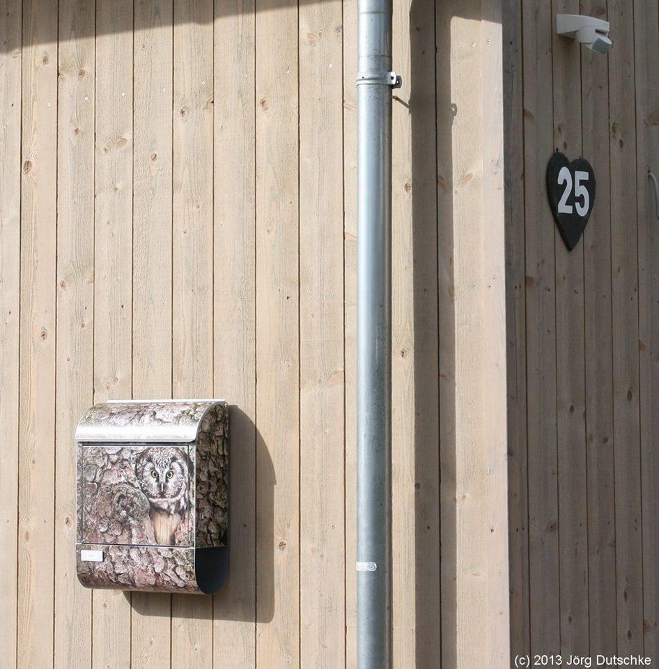Hausnummer und Briefkasten an unserem Holz100-Haus