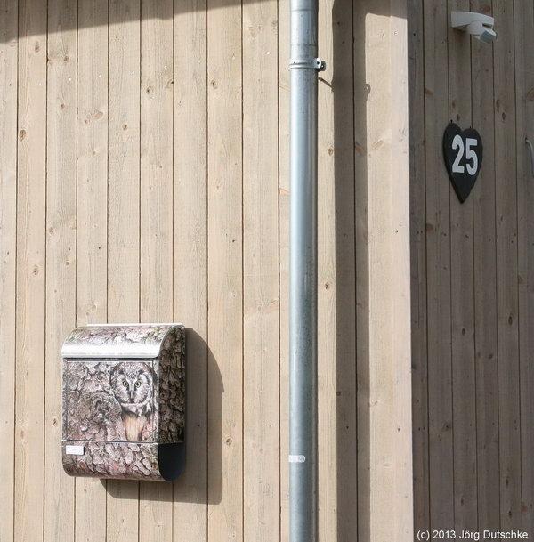 Eulen-Briefkasten und eine Schiefer-Hausnummer