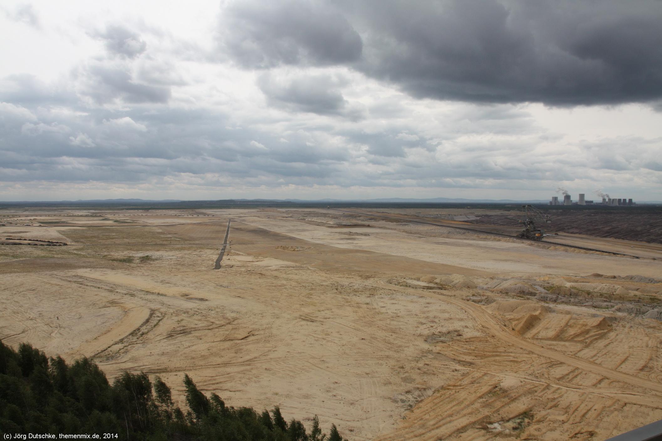 Weit, weiter, am weiträumigsten ... der Tagebau Nochten mit dem Kraftwerk Boxberg im Hintergrund