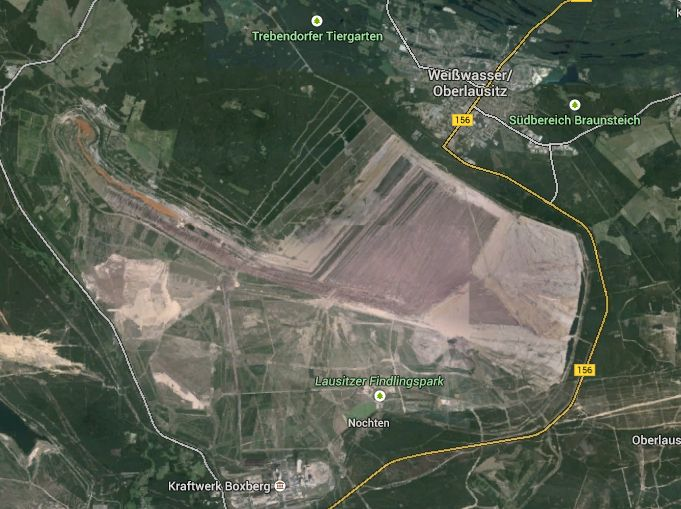 Google-Maps-Ausschnitt vom Tagebau Nochten mit Weißwasser und dem Kraftwerk Boxberg