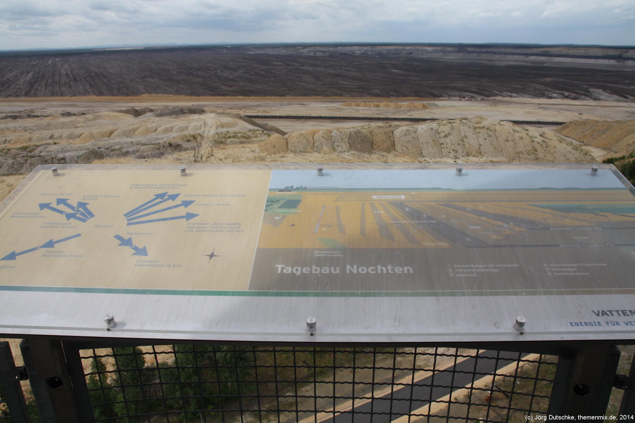 Schautafel zum Tagebau Nochten mit Hinweisen zum Tagebau und zu sichtbaren Anhaltspunkten