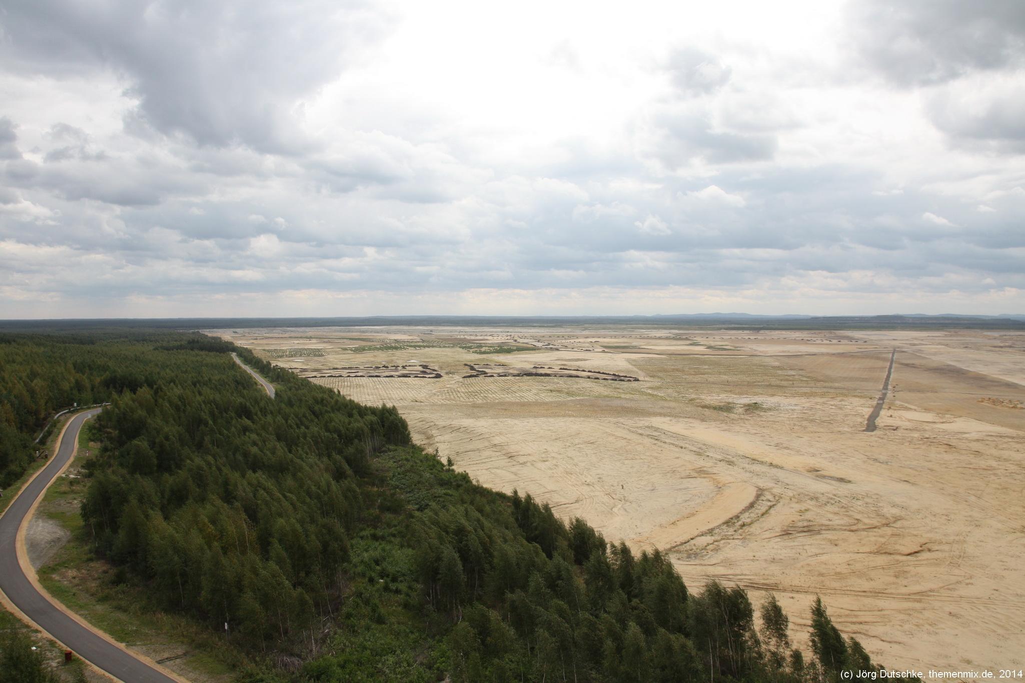 Schier endlos weit nur Ödnis: so sieht die Landschaft aus, wenn ein Braunkohlentagebau abgezogen ist.