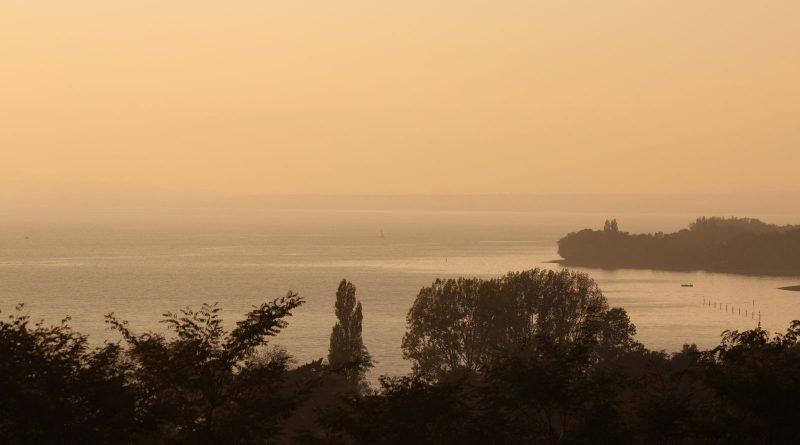 Ausblick auf den Bodensee vom Sonnenhof in Kressbronn. Bei gutem Wetter am Bodensee ein Genuß