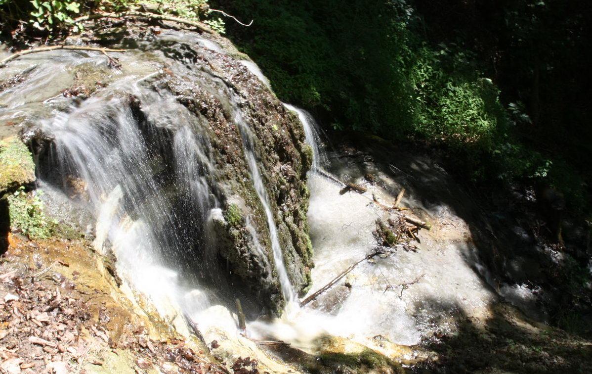 Kleiner Wasserfall im Tobel